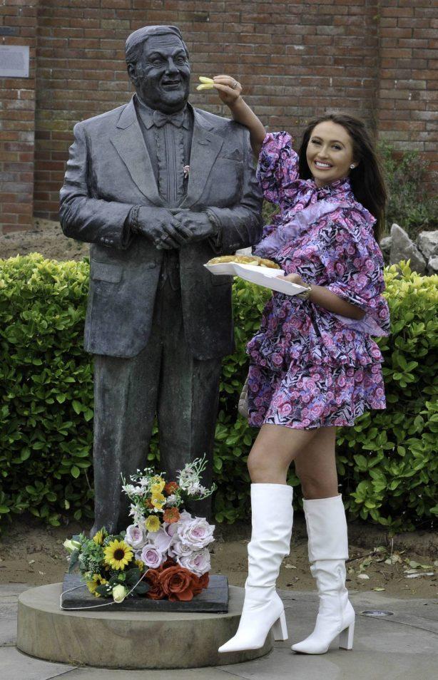 Charlotte Dawson - Visits her dad's Les Dawson statue in St Annes