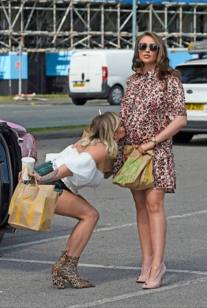 Charlotte Dawson with Missguided - Shows her baby bump at McDonalds
