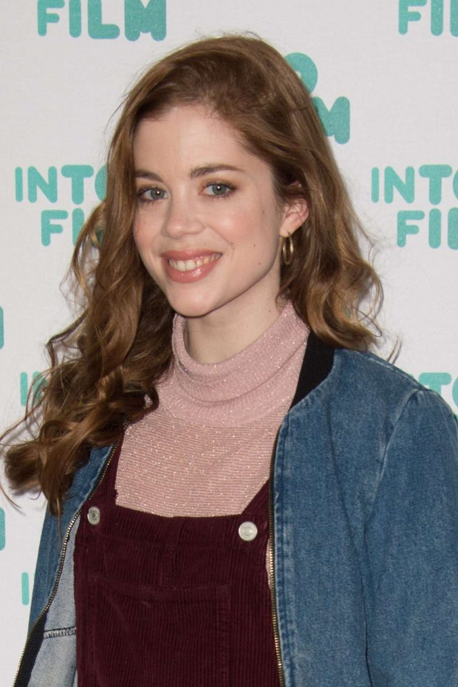 ¿Cuánto mide Charlotte Hope? - Real height Charlotte-Hope:-Into-Film-Awards-2017--01-662x993