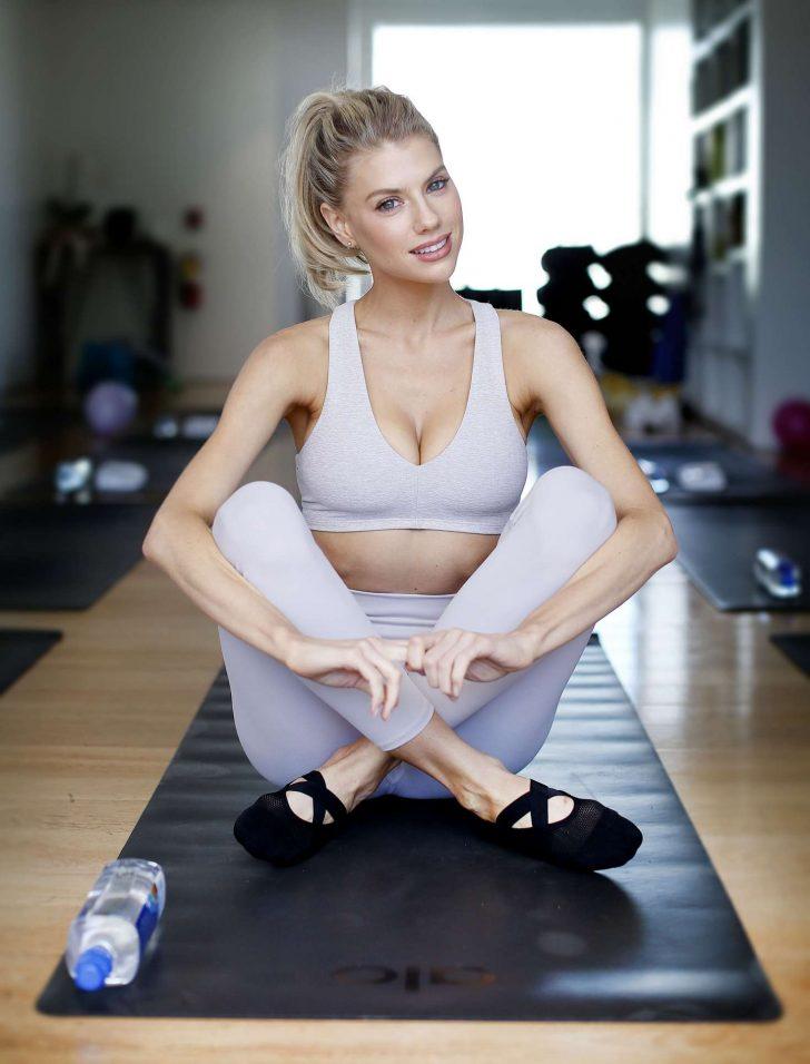 Charlotte McKinney at a yoga class -04