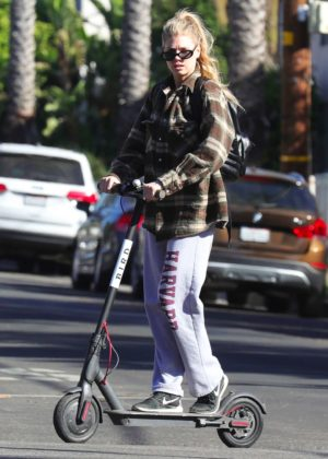 Charlotte McKinney - Has some fun on a Bird scooter in Santa Monica