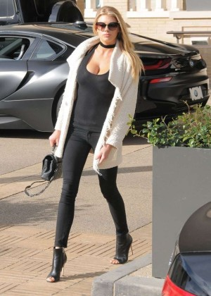 Charlotte McKinney out in Beverly Hills -09