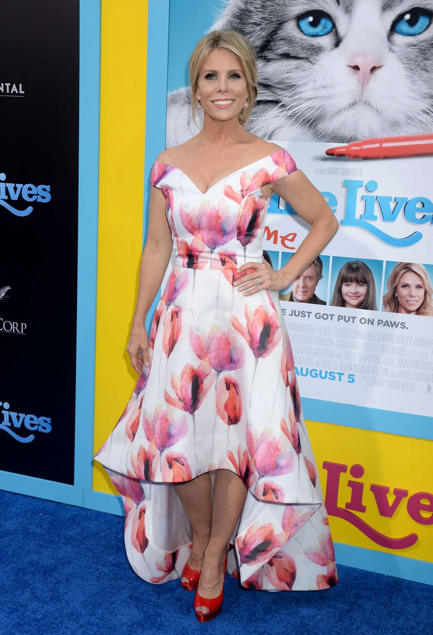 Cheryl Hines – 'Nine Lives' Premiere in Los Angeles | GotCeleb