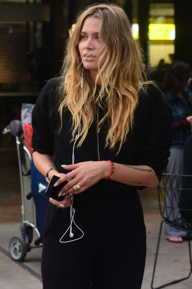Cheyenne Tozzi Arriving at Sydney Airport