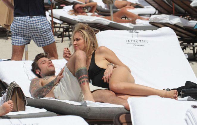 Chiara Ferragni and Fedez on the beach in Miami