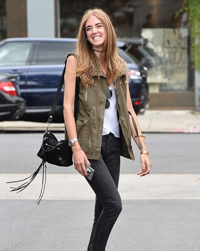 Chiara Ferragni in Jeans -05