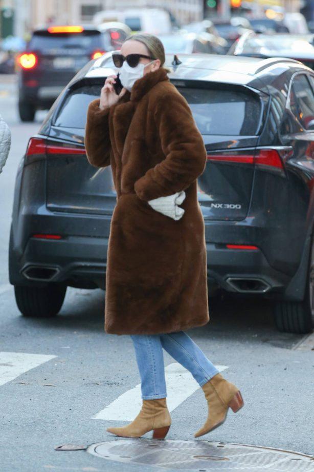 Chloë Sevigny - Seen on the phone in New York