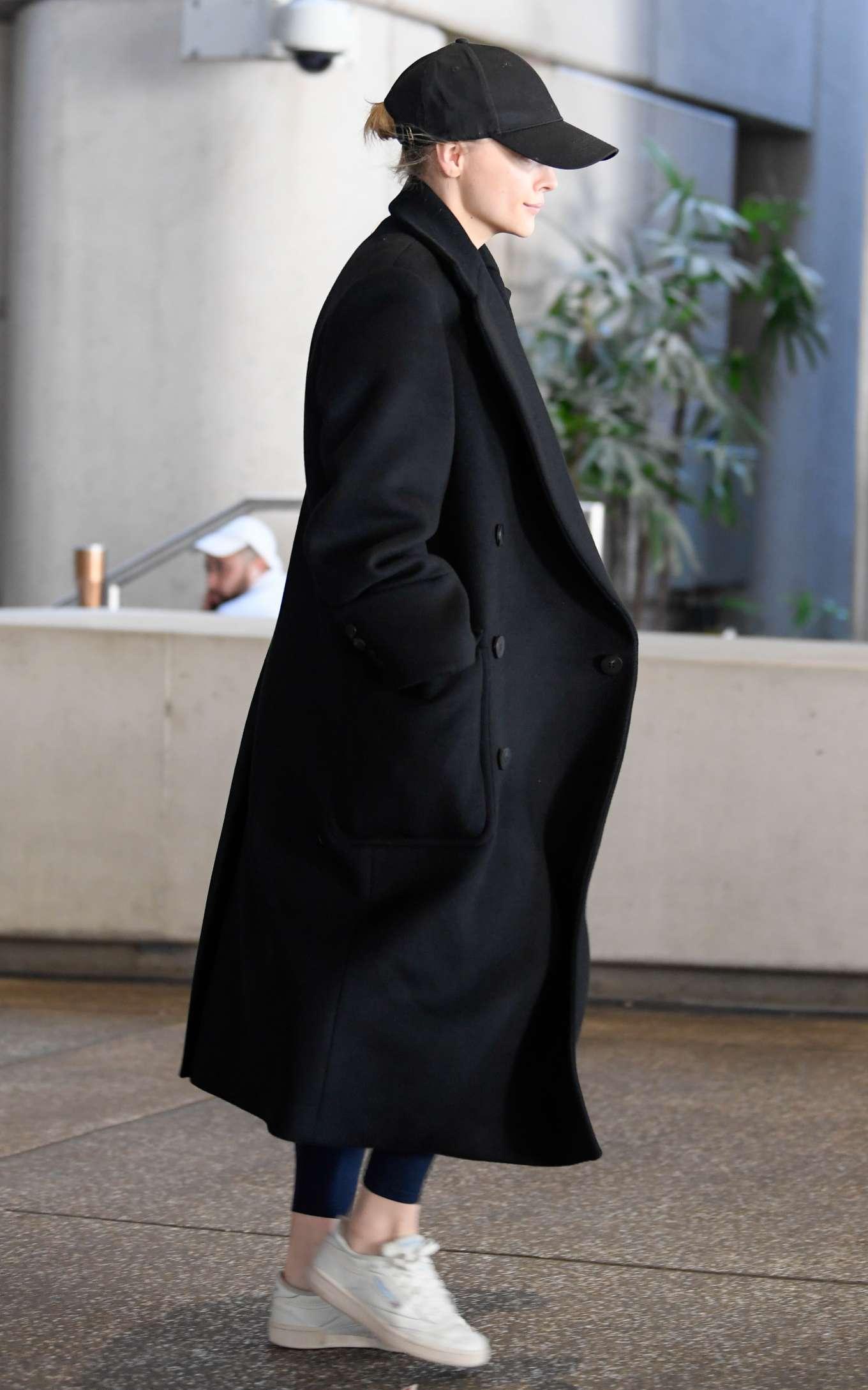 Chloe Grace Moretz 2019 : Chloe Grace Moretz – arriving to Los Angeles International Airport-04