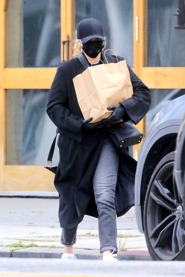 Chloe Grace Moretz - Looks careful and low key while out for groceries
