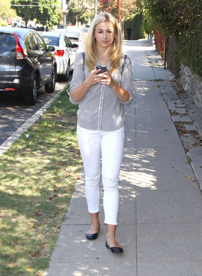 Chloe Lukasiak 2015 : Chloe Lukasiak in Tight Jeans -03
