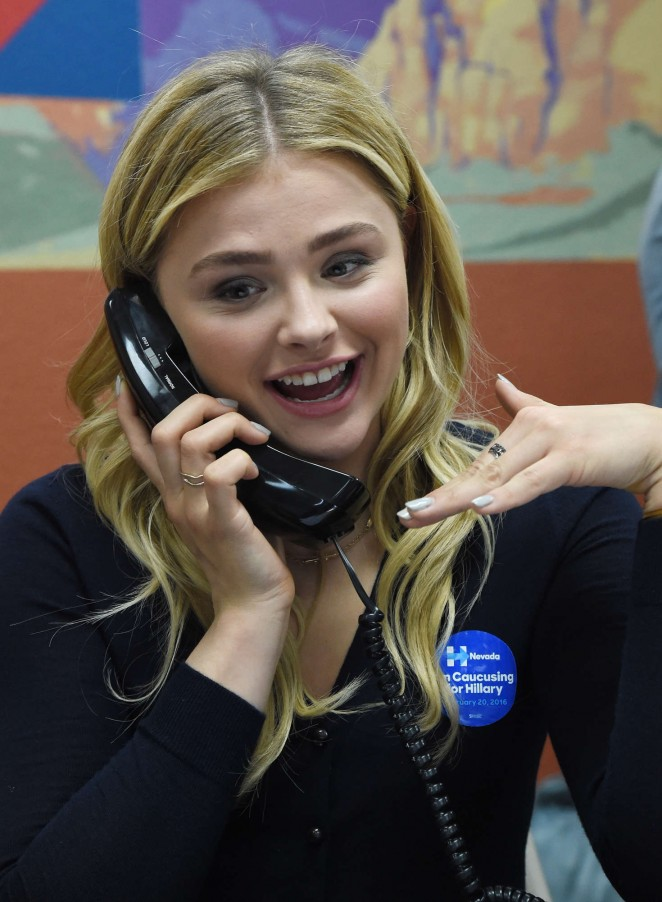 Chloe Moretz: Campaigns for Hillary Clinton 2016 -05