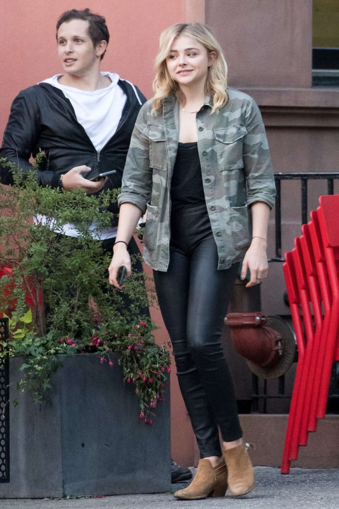 Chloe Moretz having lunch with a friends in SoHo