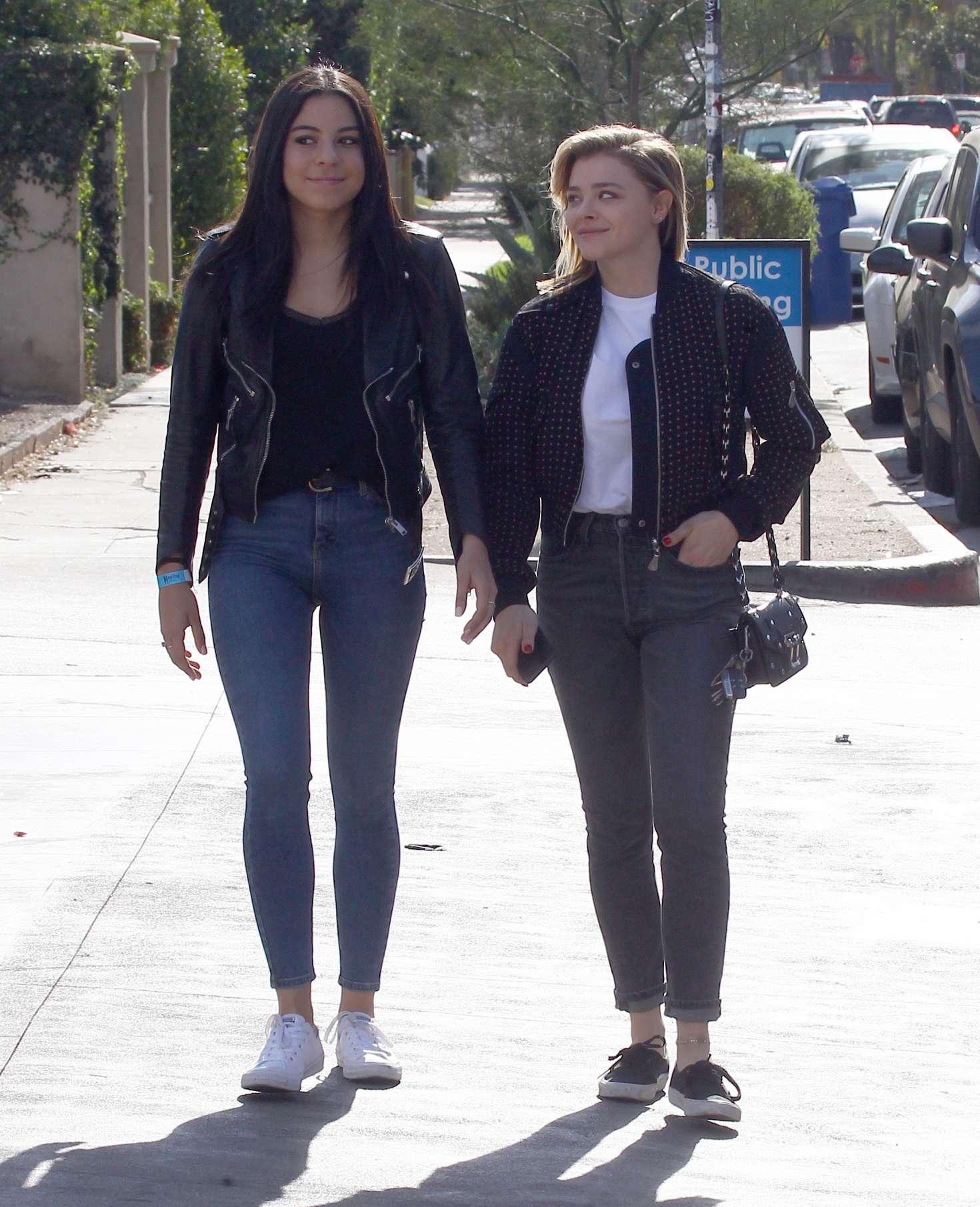 Chloe Moretz 2017 : Chloe Moretz in Jeans -11