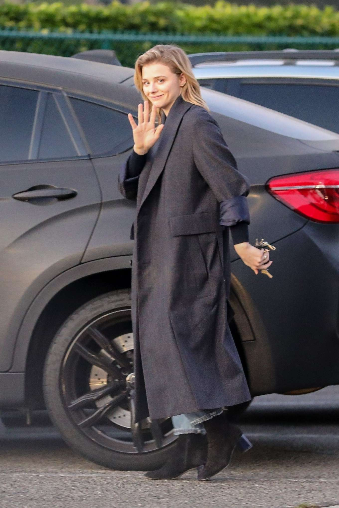 Chloe Moretz 2019 : Chloe Moretz in Long Coat – Out in Beverly Hills-05