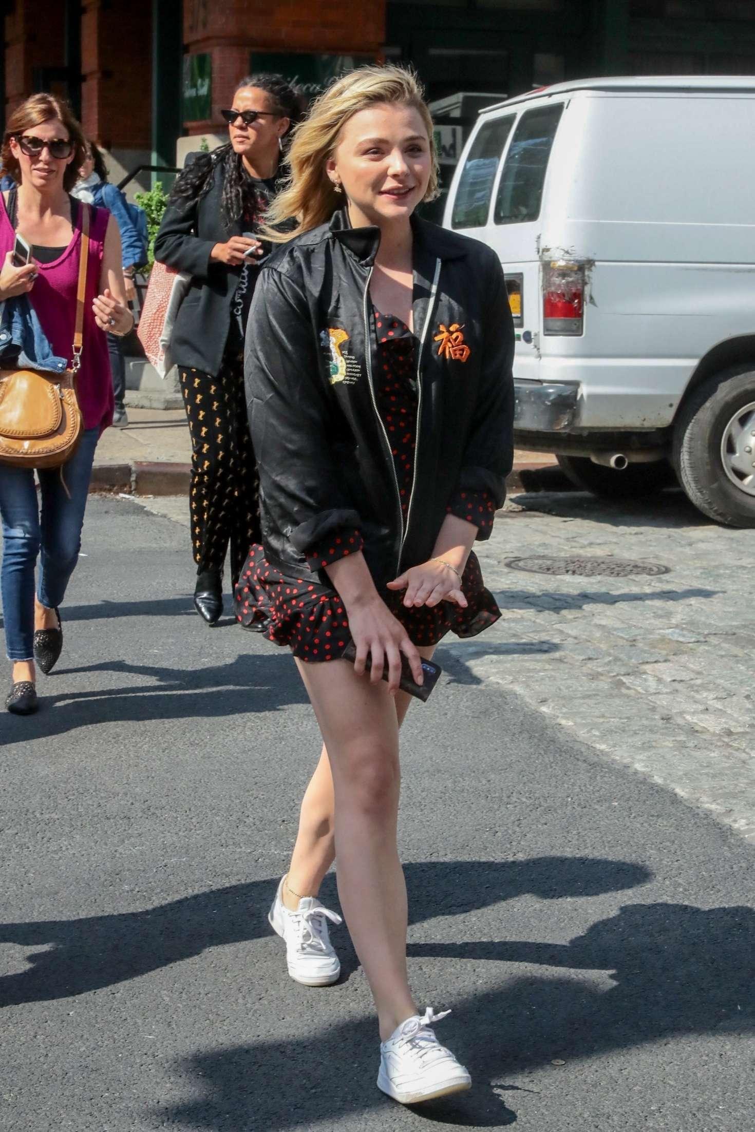 Chloe Moretz in Mini D...