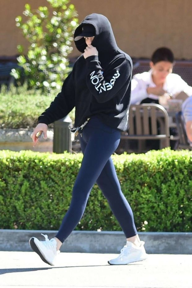 Chloe Moretz: Shopping at Gelsons in Studio City -03