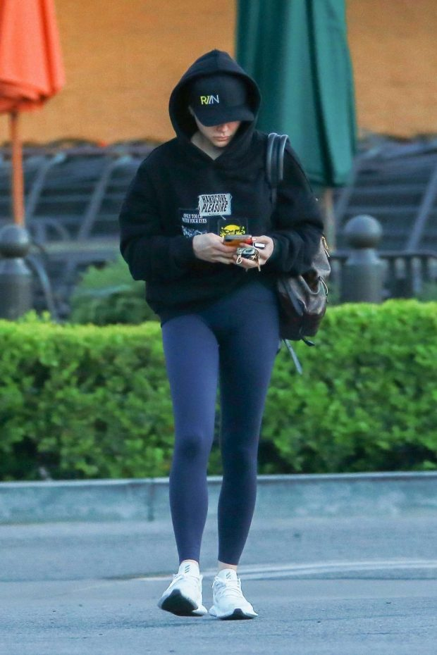 Chloe Moretz: Stops at a grocery store in LA -05