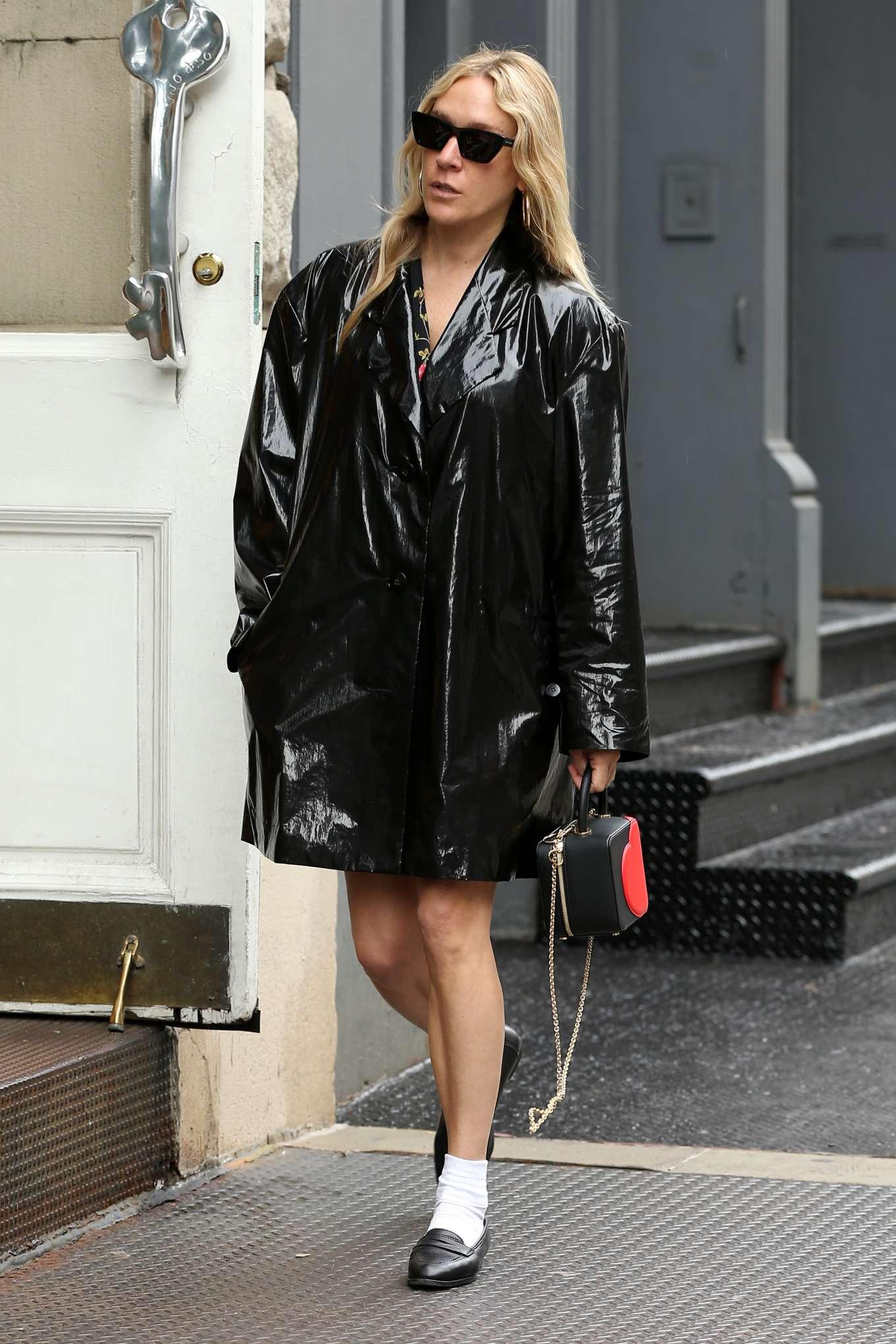 Chloe Sevigny 2019 : Chloe Sevigny in Black Coat at Olives-04