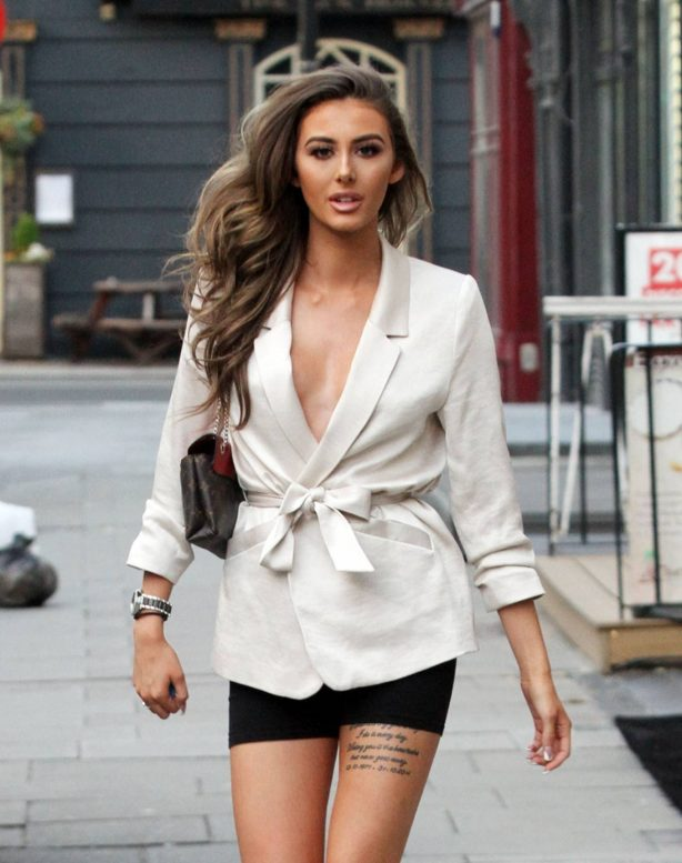 Chloe Veitch - Looking fashionable in London