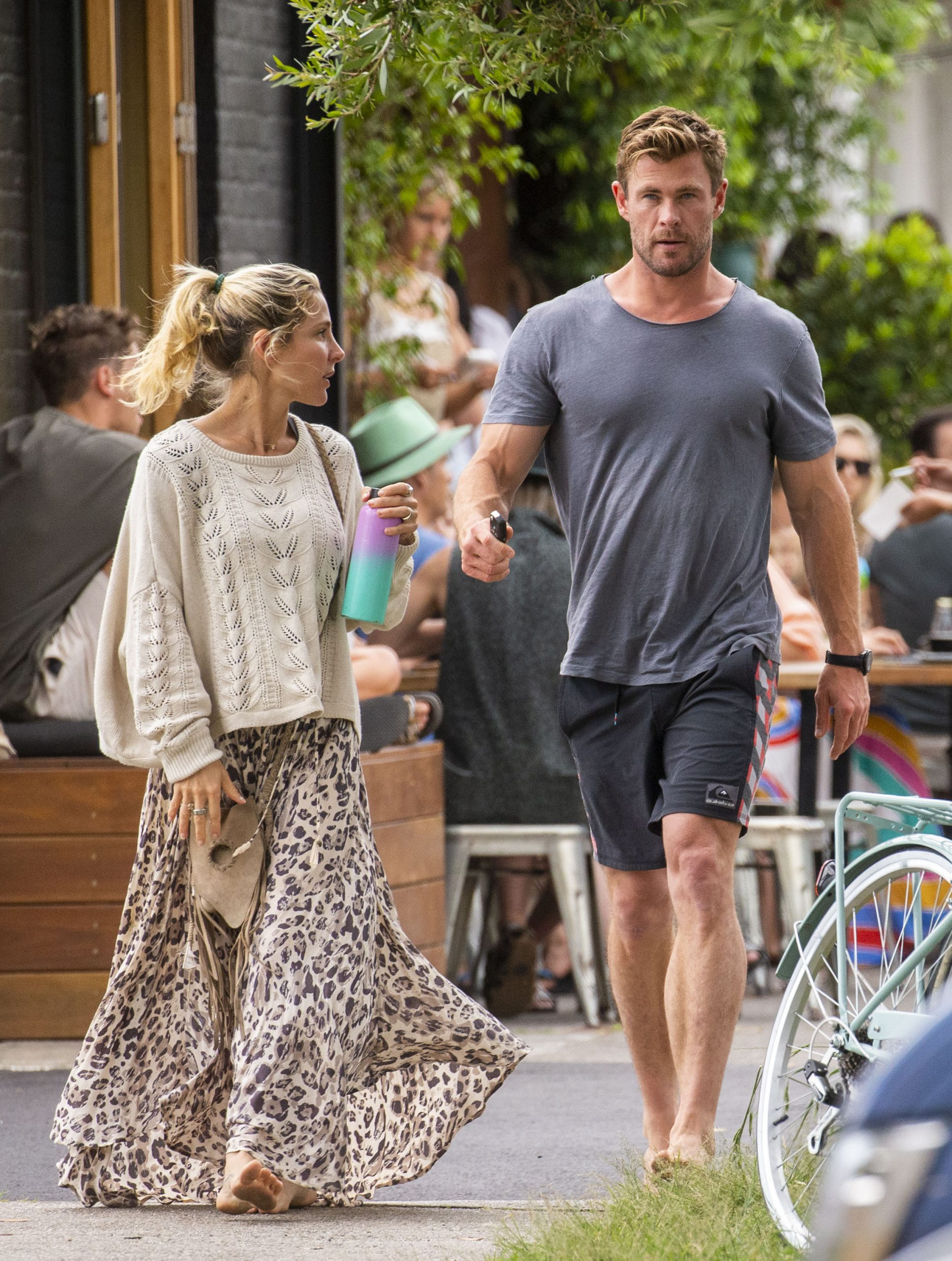 Chris Hemsworth and Elsa Pataky - Spotted going barefoot for breakfast in Byron Bay
