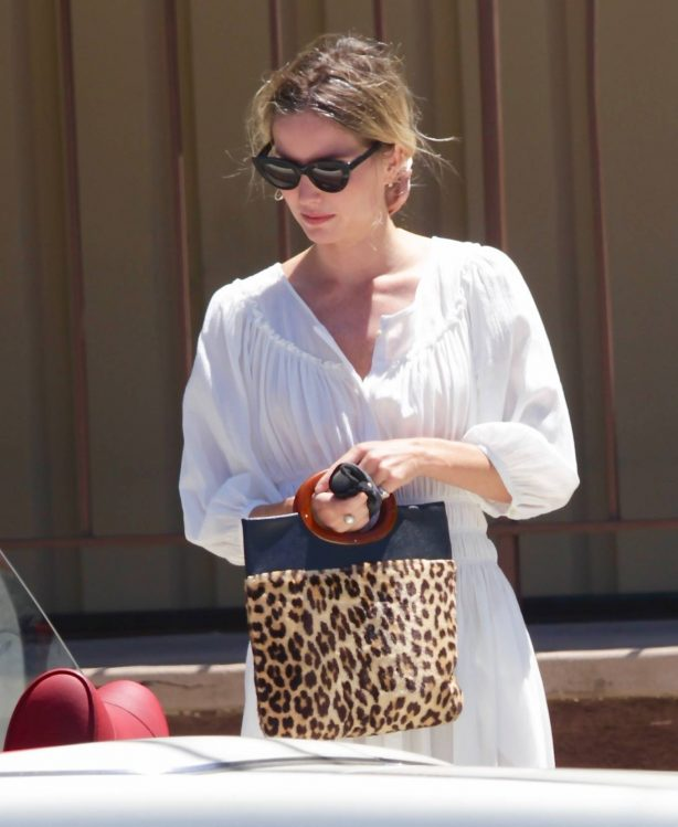 Chris Pine and Annabelle Wallis - out for coffee in Los Angeles