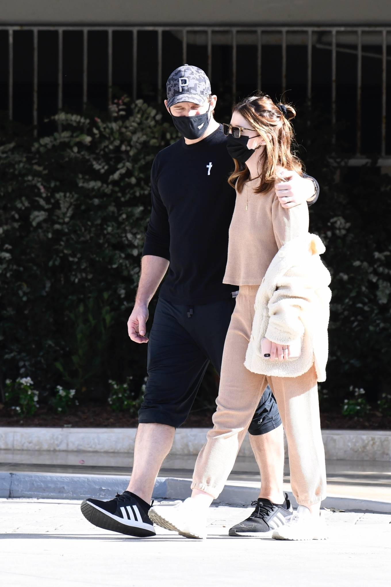 Chris Pratt and Katherine Schwarzenegger - Out for a walk in Brentwood