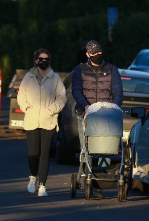 Chris Pratt and Katherine Schwarzenegger - Out with their daughter in Santa Monica on a sunset
