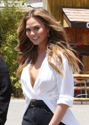 Chrissy Teigen - 'Extra' in LA