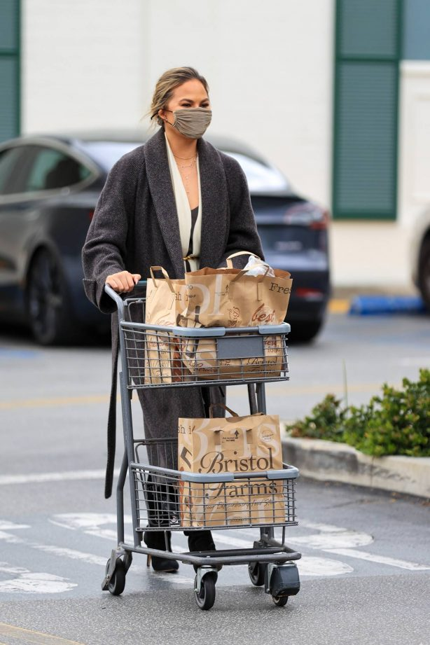 Chrissy Teigen - grocery run at Bristol Farms in Los Angeles