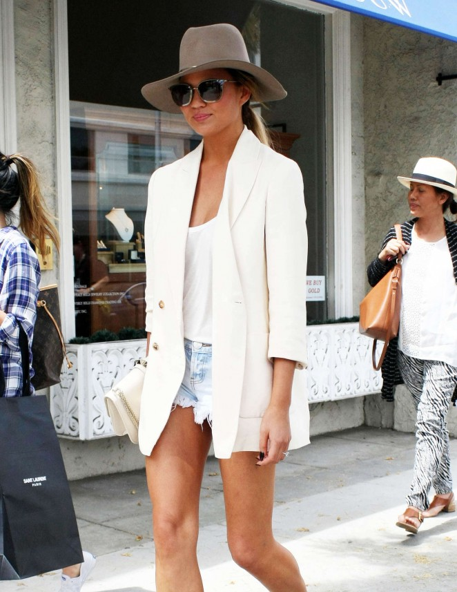 Chrissy Teigen - Out for lunch in Beverly Hills
