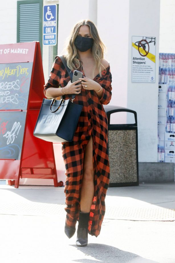 Chrissy Teigen - Shopping for grocery at Bristol Farms in Beverly Hills