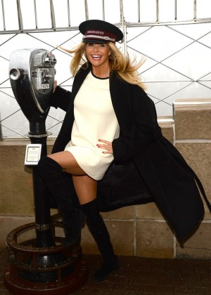 Christie Brinkley - The Empire State Building 'Give A Smile, Get A Smile' Photoshoot in NYC