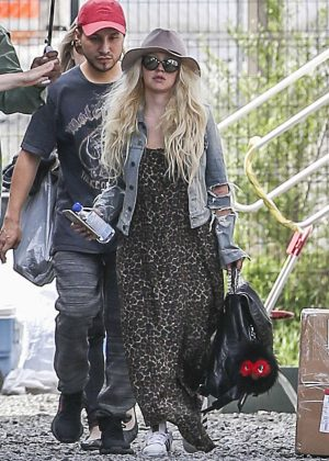 Christina Aguilera Arrives to the 'Zoe' Set in Montreal