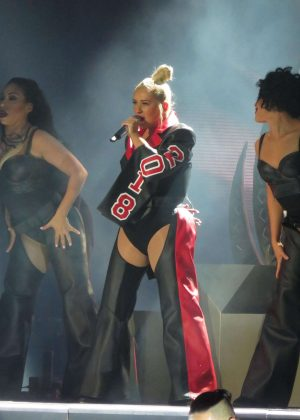 Christina Aguilera - Performs at the Greek Theater in Los Angeles