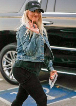 Christina Aguilera - Places a late vote on election day in Beverly Hills