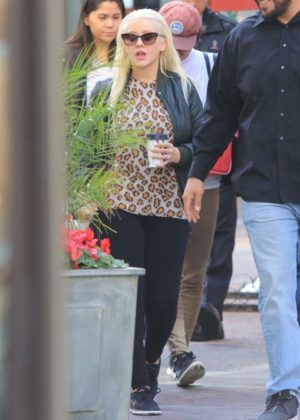Christina Aguilera - Shopping at The Grove in Los Angeles