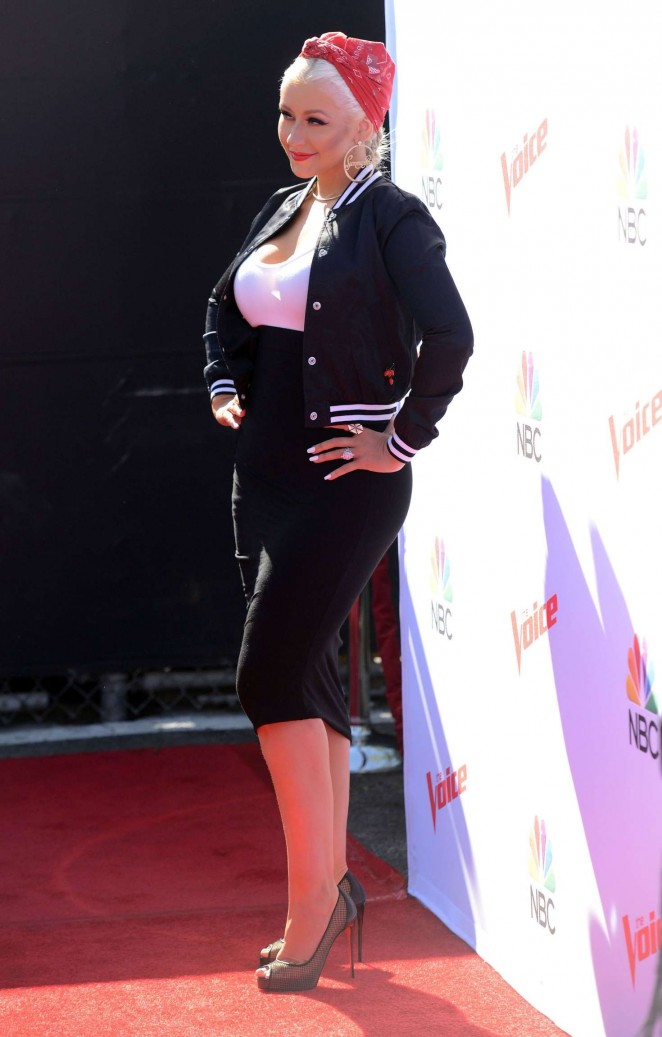 Christina Aguilera: The Voice Karaoke For Charity -04