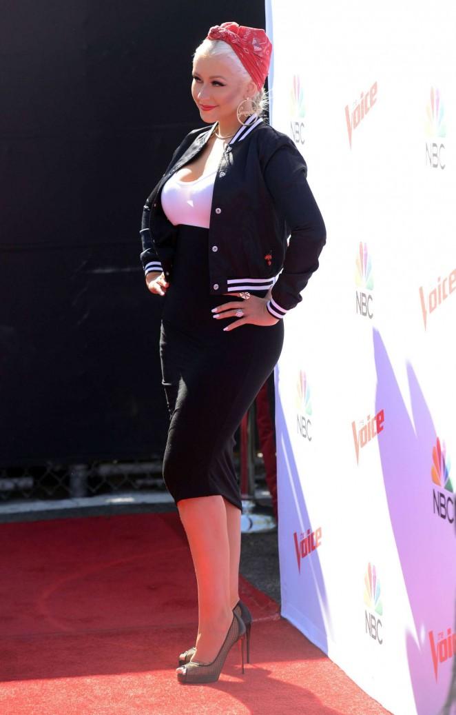 Christina Aguilera: The Voice Karaoke For Charity -04