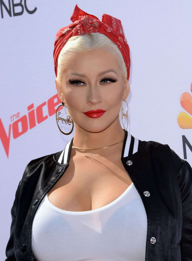 Christina Aguilera: The Voice Karaoke For Charity -06
