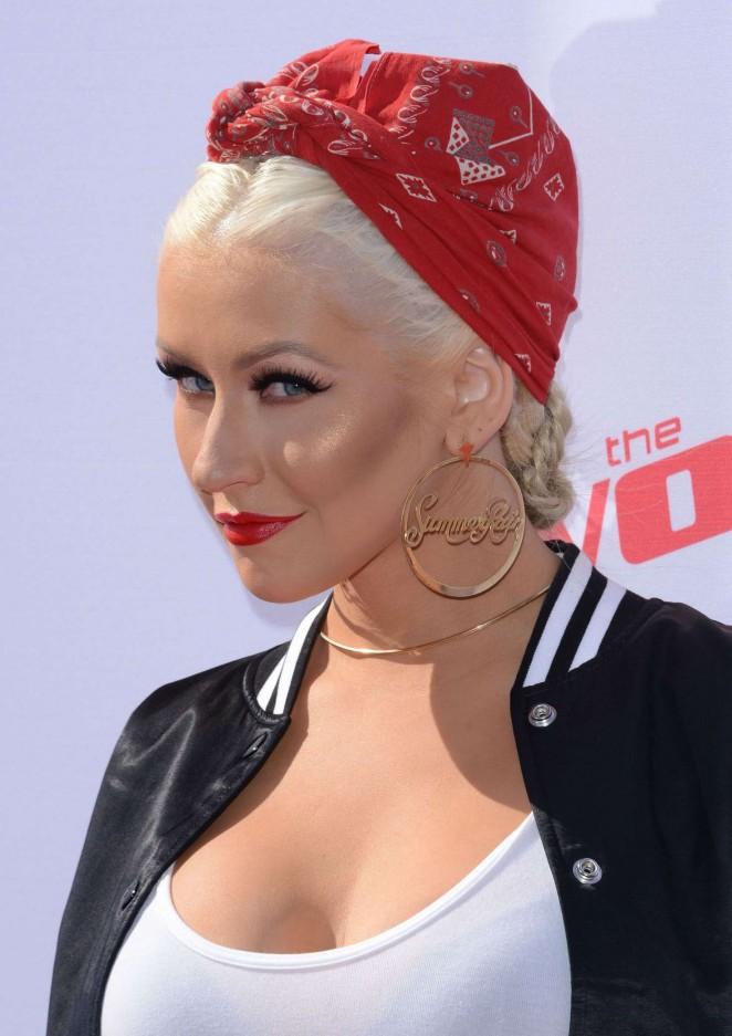 Christina Aguilera: The Voice Karaoke For Charity -11