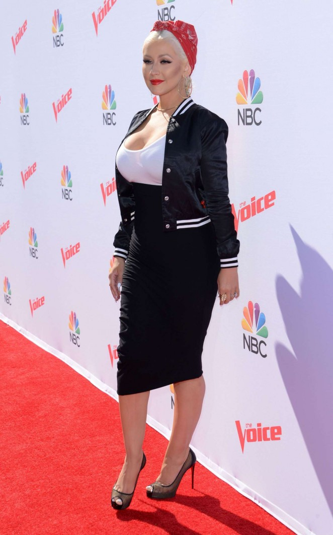 Christina Aguilera: The Voice Karaoke For Charity -12