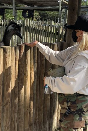 Christina Aguilera - With Matthew Rutler seen at Everglades Alligator Farm in Florida
