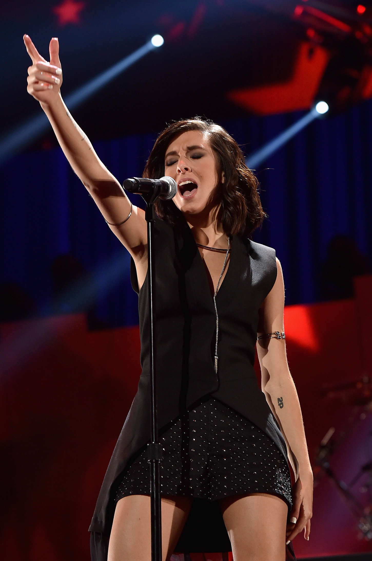 christina grimmie performs at 2015 iheartradio music festival 02