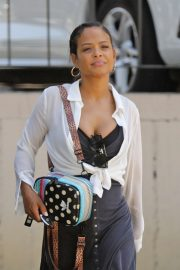 Christina Milian - grab groceries in Los Angeles