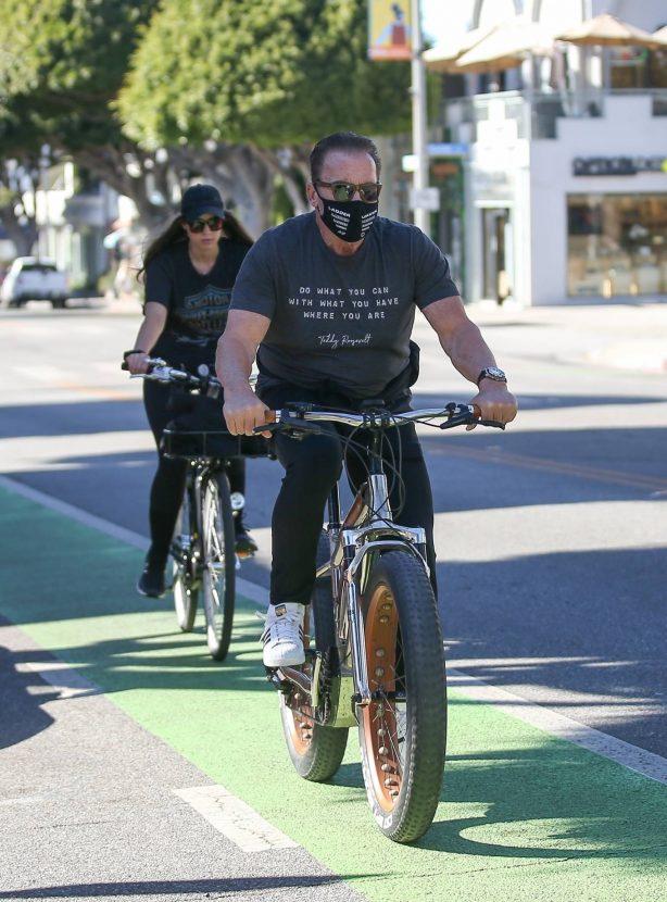 Christina Schwarzenegger - Bike ride in Santa Monica