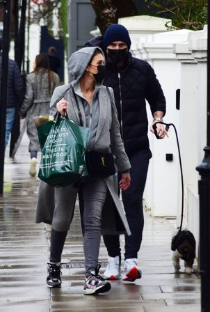 Christine Lampard - Shopping candids in Chelsea