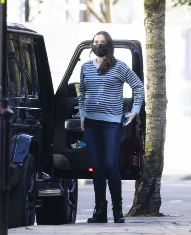 Christine Lampard - Showing off her growing baby bump while out in London