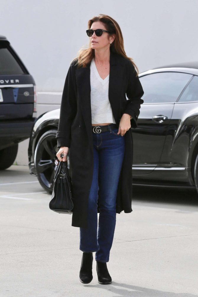 Cindy Crawford: Heads to the hair salon -03