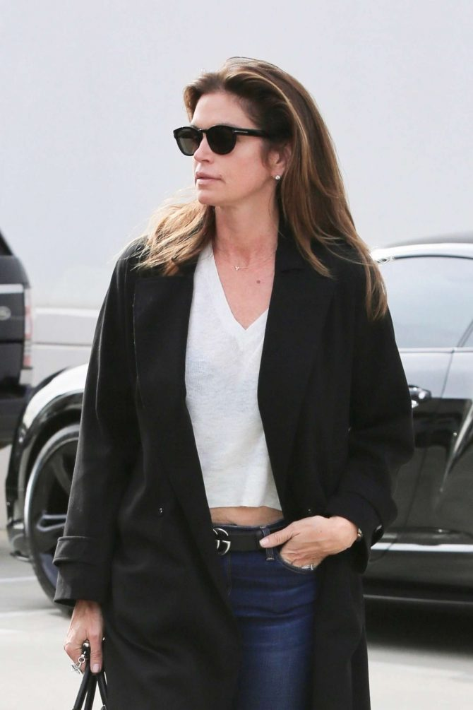 Cindy Crawford: Heads to the hair salon -04