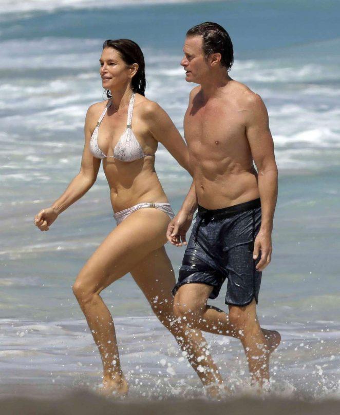 Cindy crawford in bikini at the beach pics 869